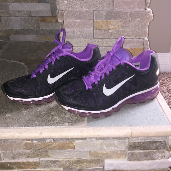 Nike black and purple air max tennis shoes